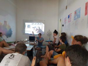 Z кемп, ден 10 - децата в час по английски, гледат презентация за Космоса