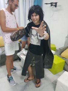 Z кемп, ден 11 - модно шоу космос, момче с найлоново наметало и тъкави, черна перука