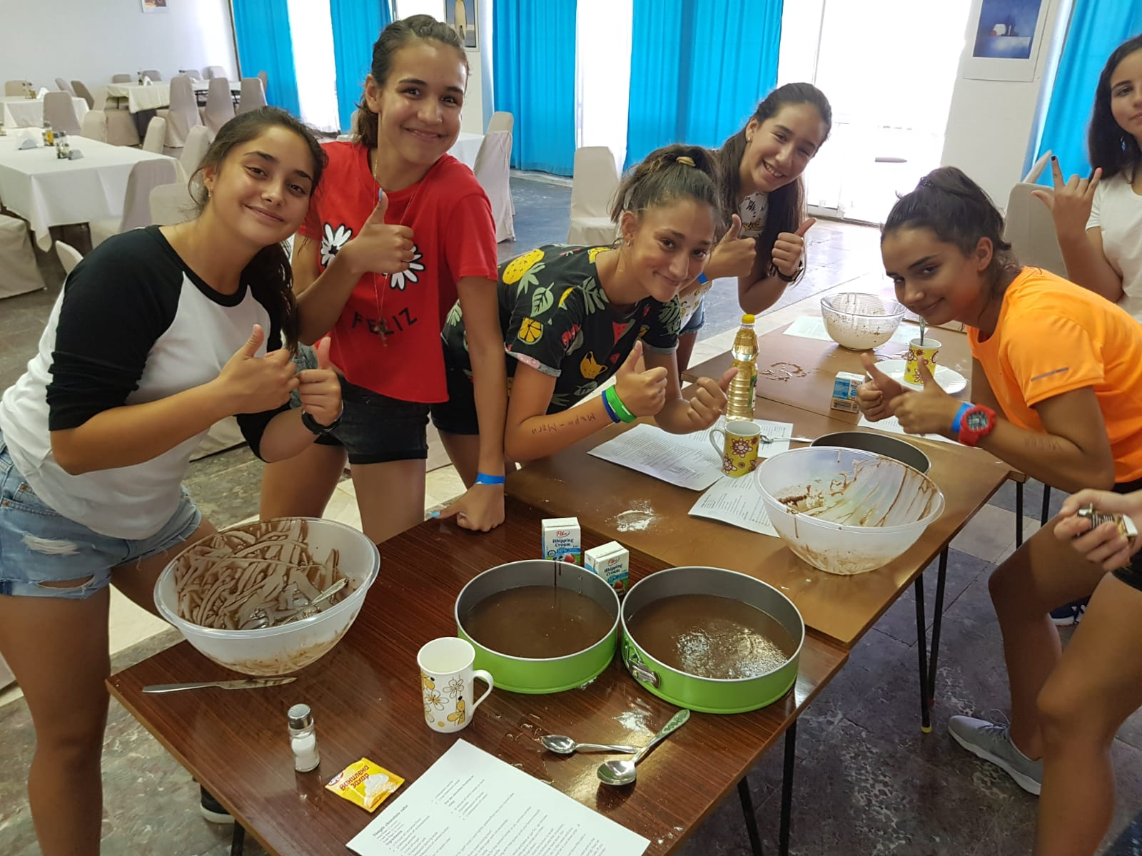Z camp, day 8 - Making a cake, Make a cake, the girl group is ready for baking