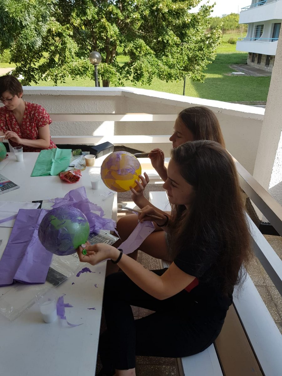 Z camp, day 8 - Arts & crafts, kids stick paper on balloons
