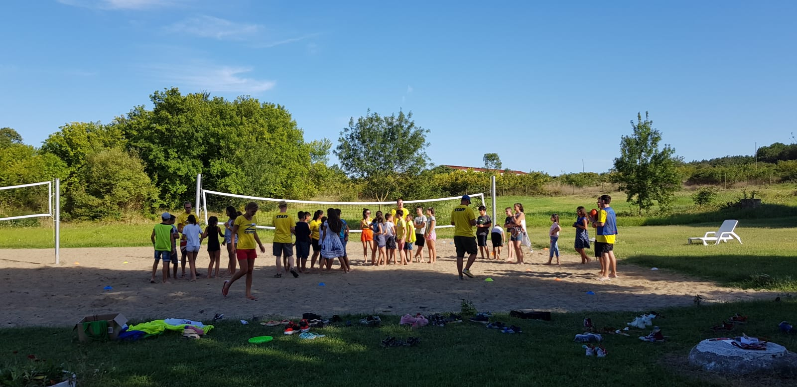 language camp for kids at seaside Z camp, Day 26 - volleyball court - the whole group has gathered to play