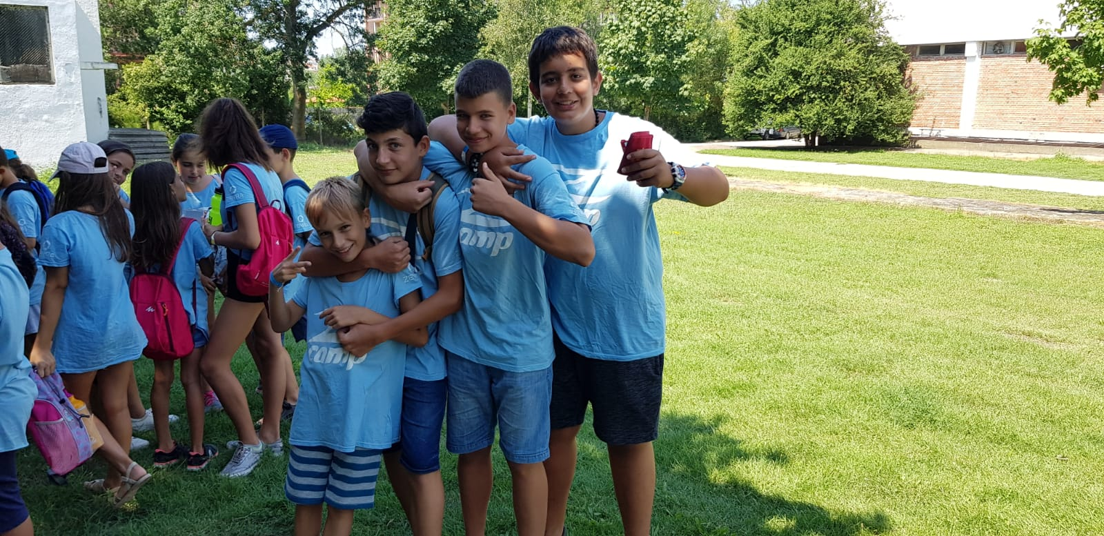 Z кемп, ден 19 - мини голф в Царево - 4 момчета са застанали за снимка