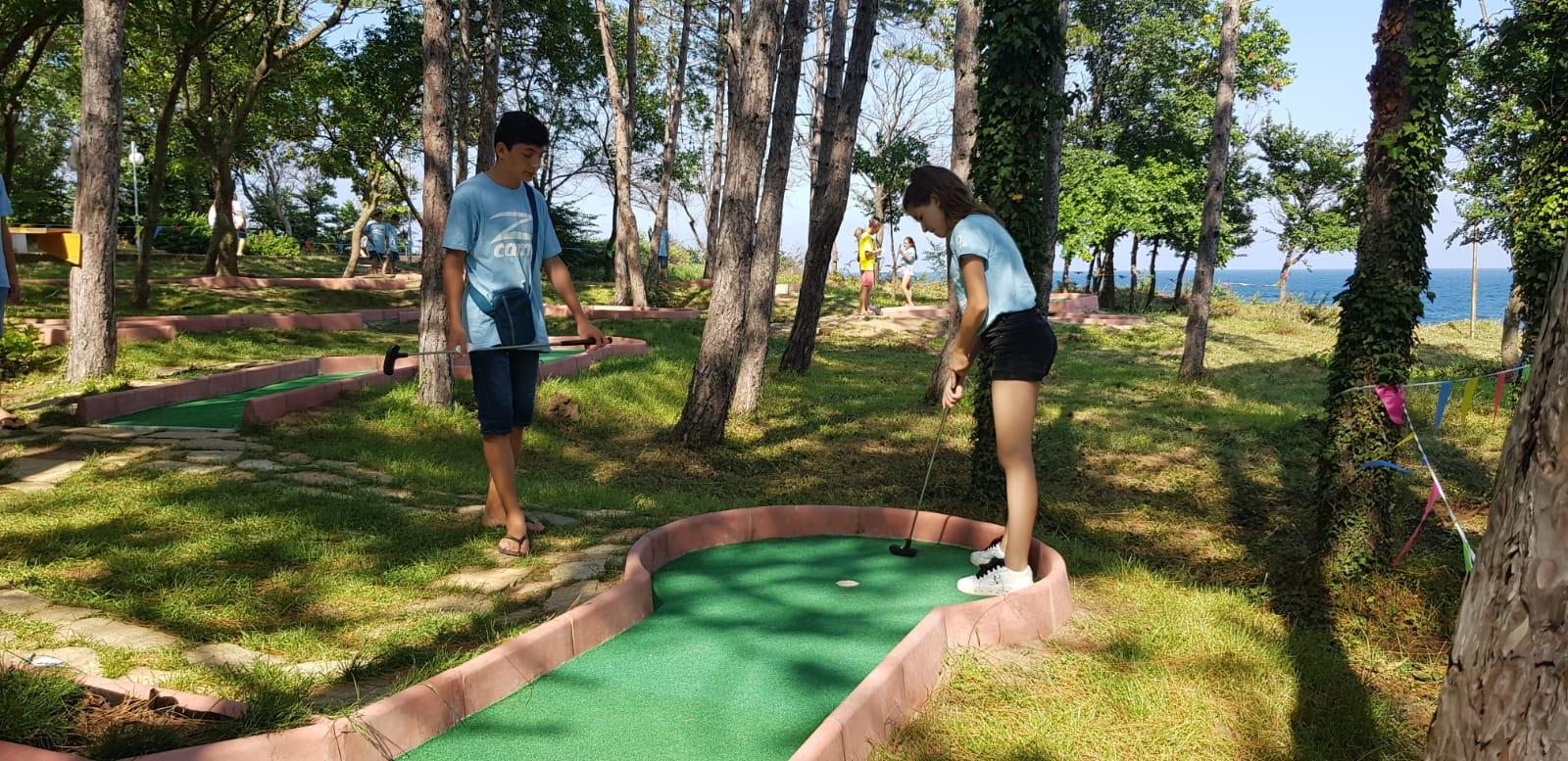 Z camp, day 19 - mini golf in Tsarevo - girl targets the ball