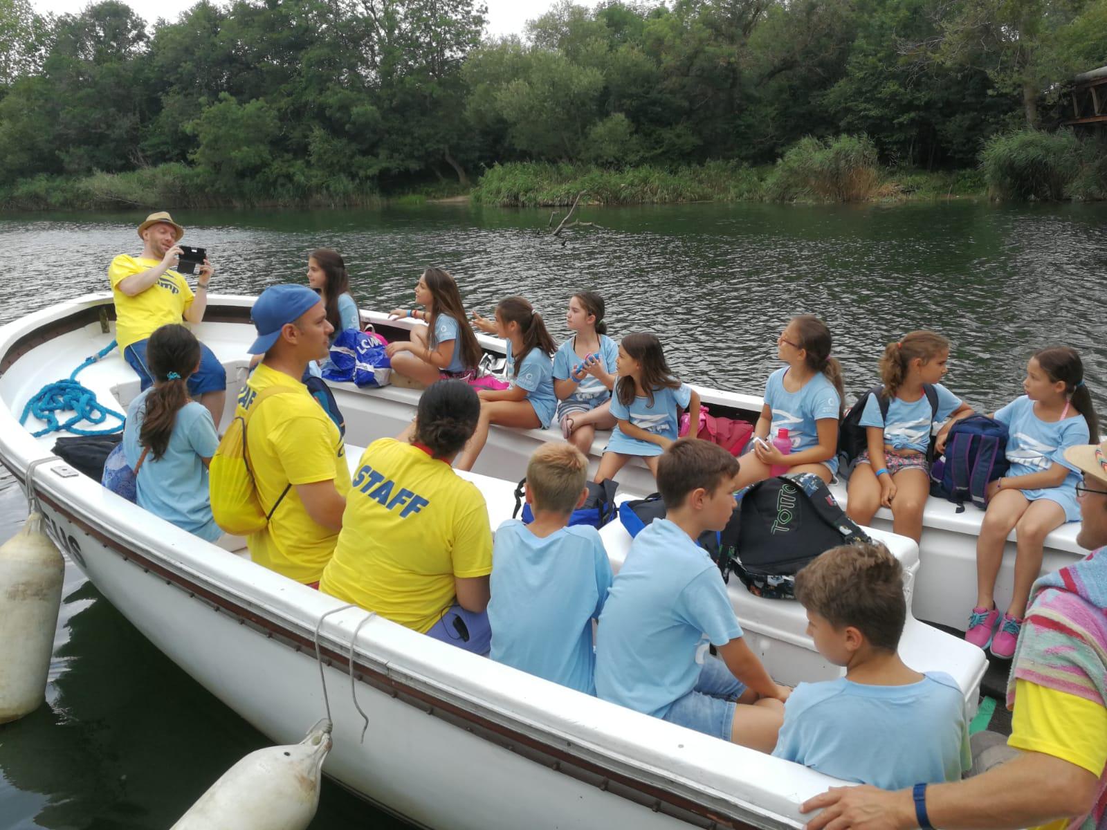 Z кемп, ден 17 - по река Велека - обща снимка на групата в лодката