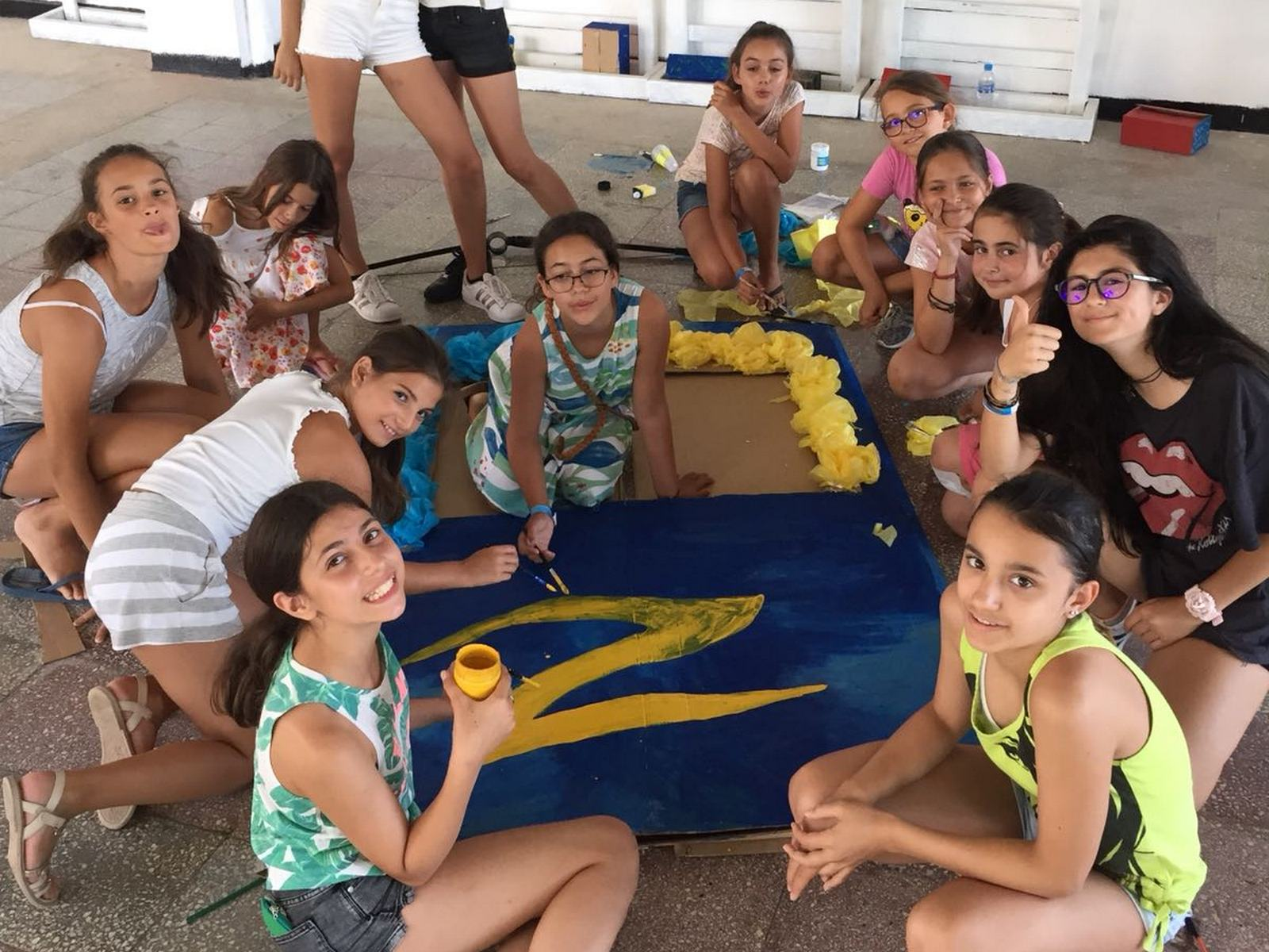 Z camp, Day 20 - Arts and crafts - many girls are photographed with the painted logo of Z news