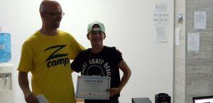 летни езикови лагери за деца Z кемп, ден 31 - момче със сертификат по английски език и учител