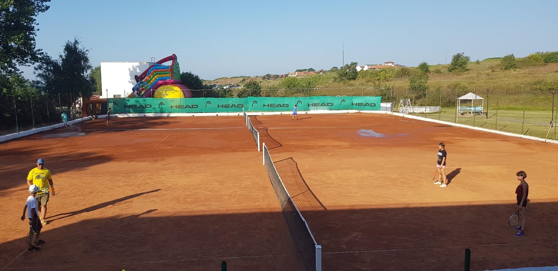 летни езикови лагери за деца Z кемп, ден 31 - следобеден спорт, тенис на корт