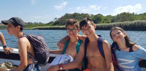 детски езиков лагер на море Z кемп, ден 29 - разходка по река Велека, две момчета и едно момиче