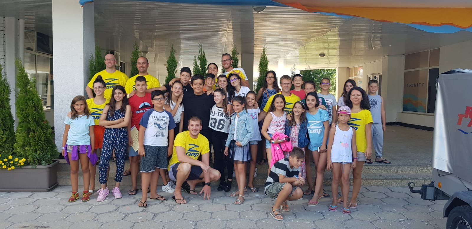language summer camps for kids Z camp, Day 25 - photo of the whole group of children and teachers