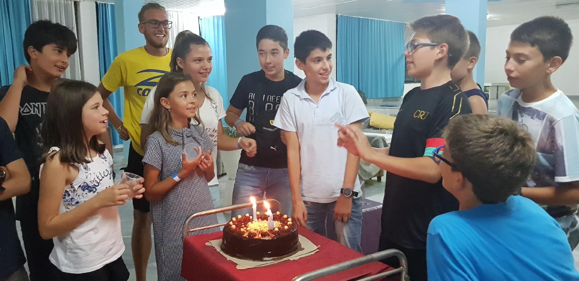 летни езикови лагери в България Z кемп, Ден 34 - рожден ден - реч пред тортата