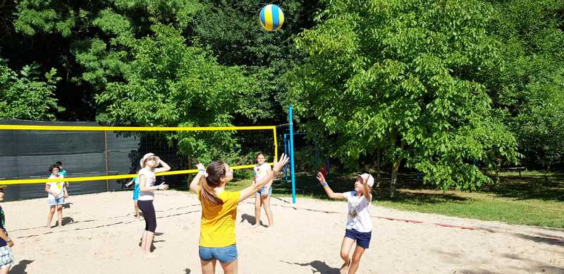 12-z-camp-2019-week1-day2-volleyball