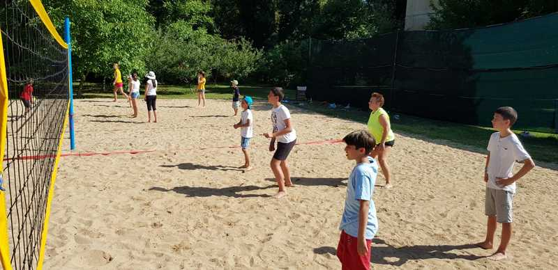 14-z-camp-2019-week1-day2-volleyball