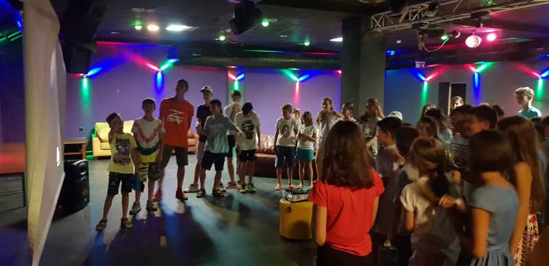 8-z-camp-2019-седмица1-ден5-караоке