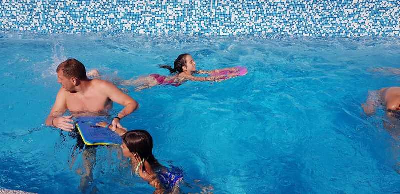 8-z-camp-2019-седмица2-ден4-плуване-в-басейна
